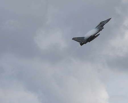 Eurofighter Typhoon Climbing